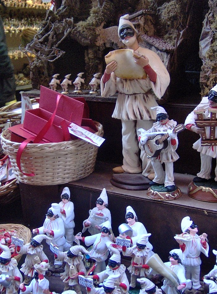 Pulcinella,_Via_San_Gregorio_Armeno,_Napoli Visitare Napoli tra storia moderna